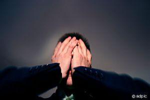 Hände vors Gesicht