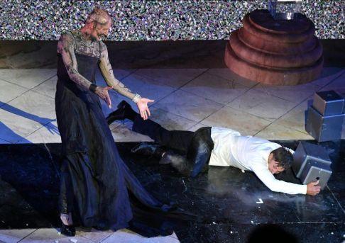 Peter Lohmeyer als Tod, Tobias Moretti als Jedermann (c) APA