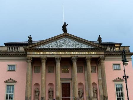 Die Außenansicht der Berliner Staatsoper ist zu sehen. Foto: Monika Skolimowska/Archiv